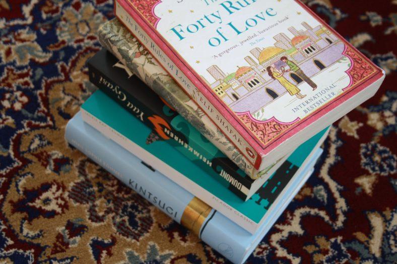In unseren siebten Folge sprechen wir über einen Roman von Elif Shafak.