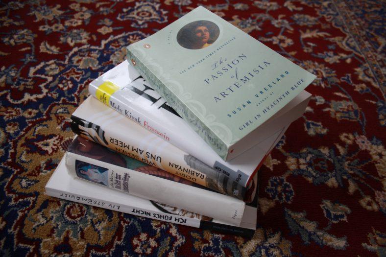 Wir setzen uns die feministische Brille auf, wenn wir Bücher lesen!